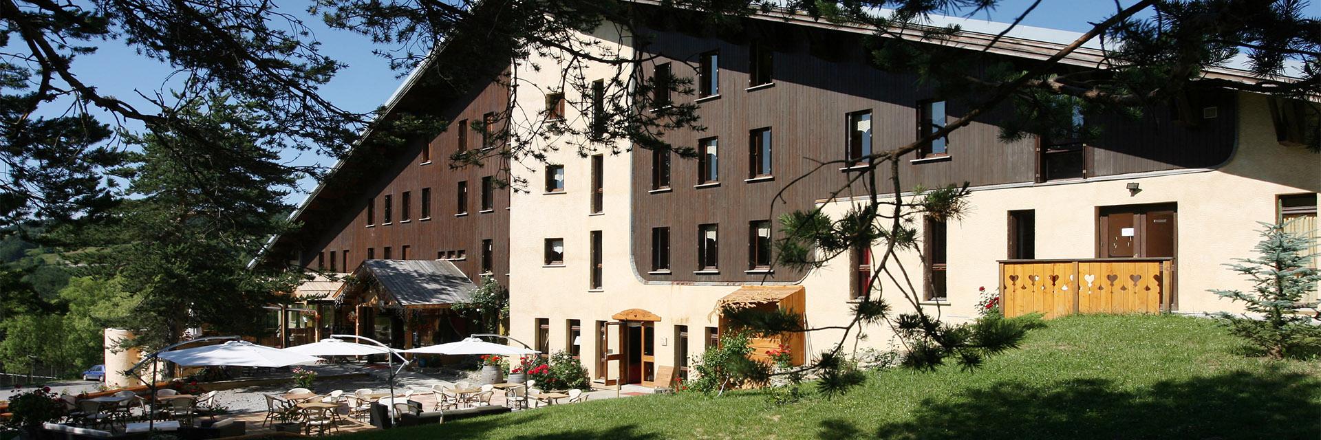 Village_club_vacances_alpes-de-haute-provence_domaine-de-l-Adoux_eterieur