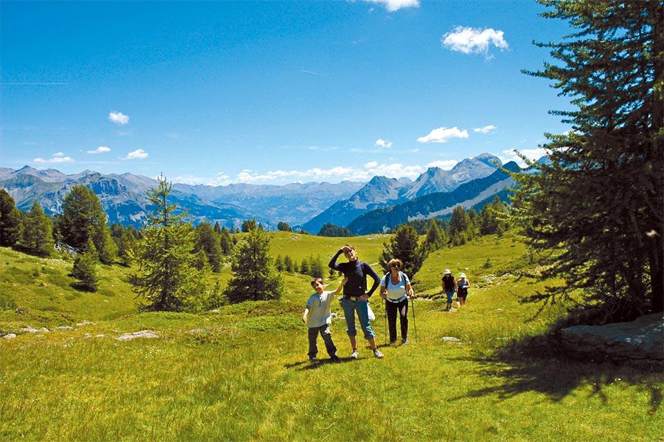 Village_club_vacances_alpes-de-haute-provence_domaine-de-l-Adoux_rando-groupe