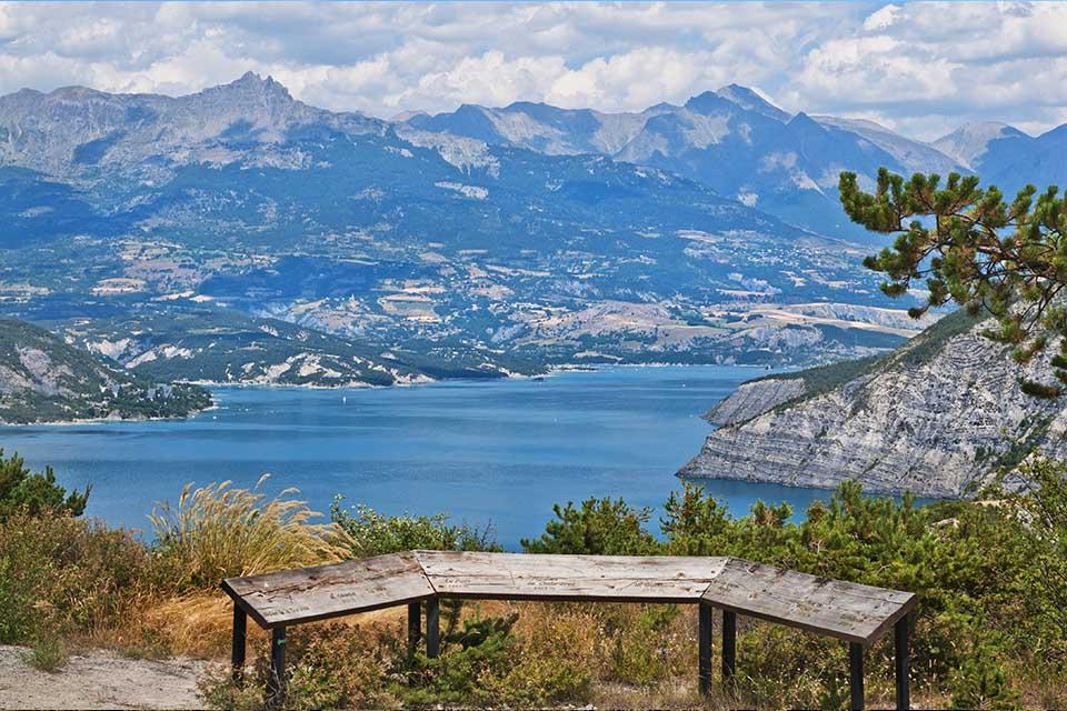 Village_club_vacances_alpes-de-haute-provence_rechastel_vue-table-orientation