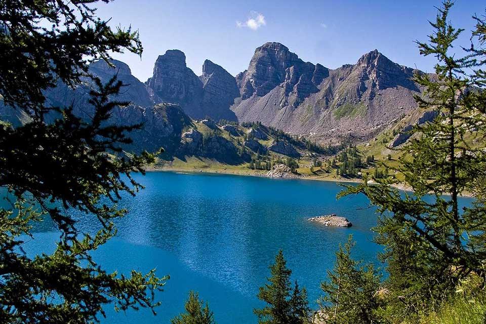 Village_club_vacances_alpes-de-haute-provence_semeuse_lac-d-allos-dans-la-parc-naturel-du-mercantour-rando