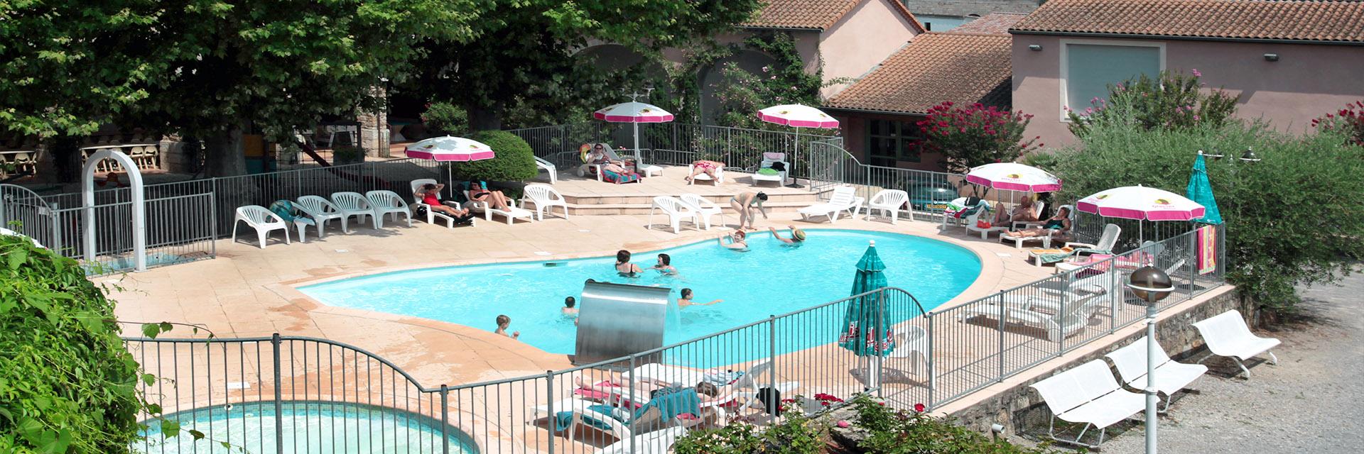 Village_club_vacances_aveyron-cantal-ardèche-au-gai-logis-piscine