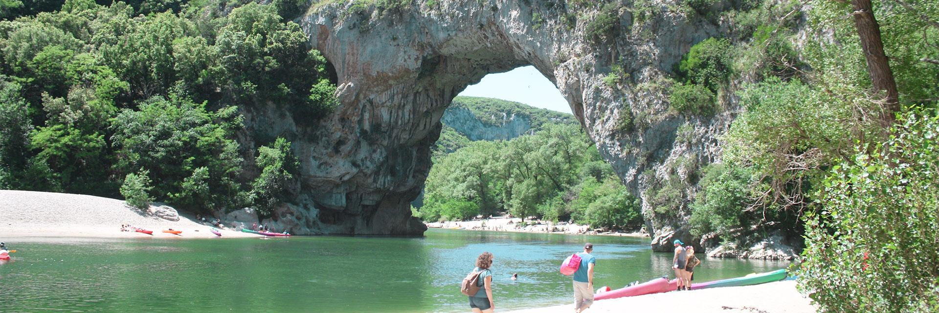 Village_club_vacances_aveyron-cantal-ardèche-au-gai-logis-pont-arc-riviere-Ardeche