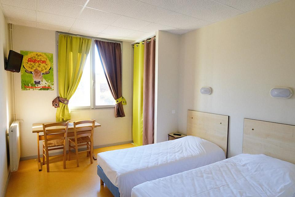 Village_club_vacances_aveyron-cantal-ardèche-fleurs-aubrac-chambre