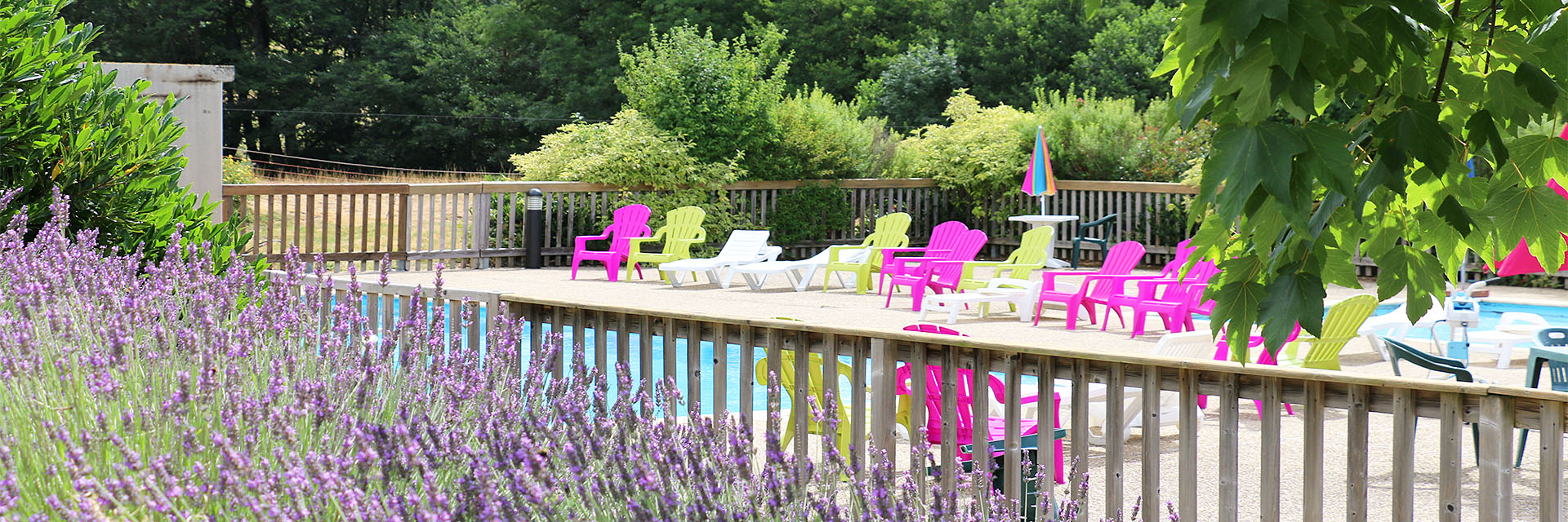 Village_club_vacances_aveyron-cantal-ardèche-fleurs-aubrac-terrasse