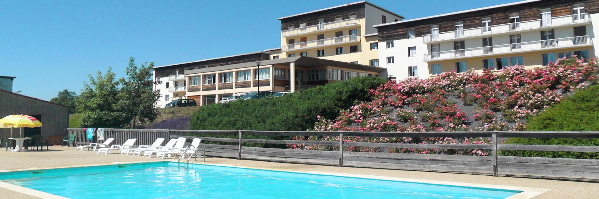 Village_club_vacances_aveyron-cantal-ardèche-fleurs-aubrac-village-piscine