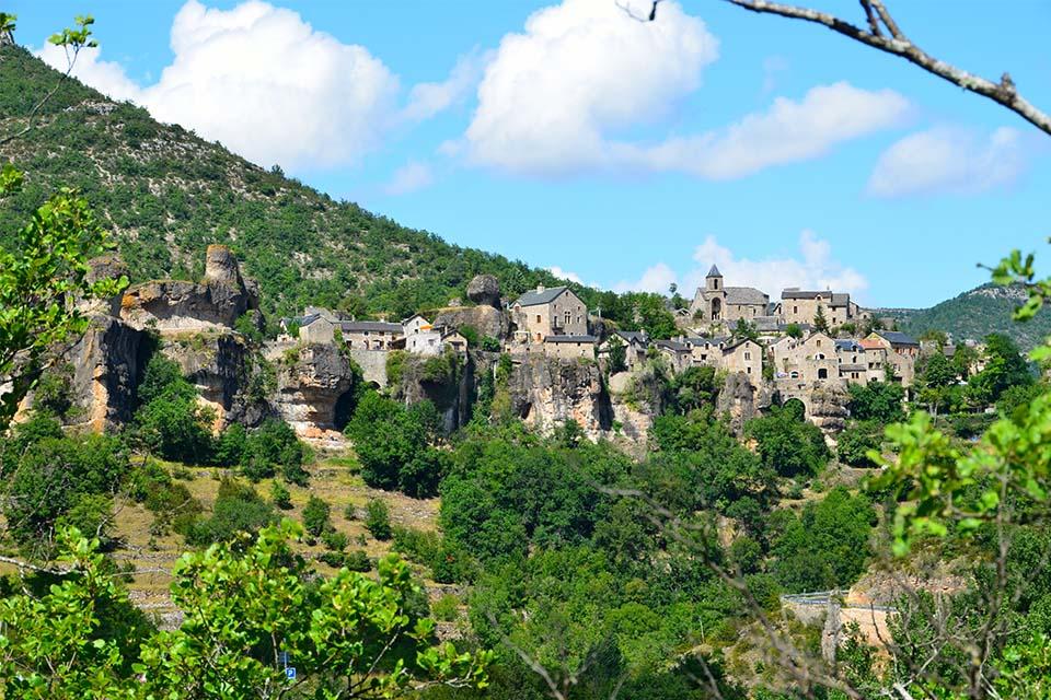 Village_club_vacances_aveyron-cantal-et-ardèche-domaine-de-roc-nantais-montagne-ete-parorame-ville