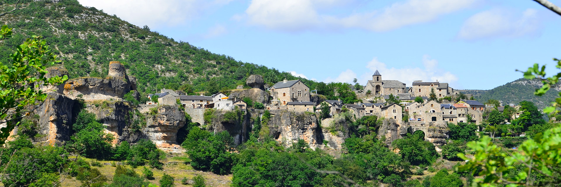 Village_club_vacances_aveyron-cantal-et-ardèche-domaine-de-roc-nantais-montagne-ville-panorame-nature