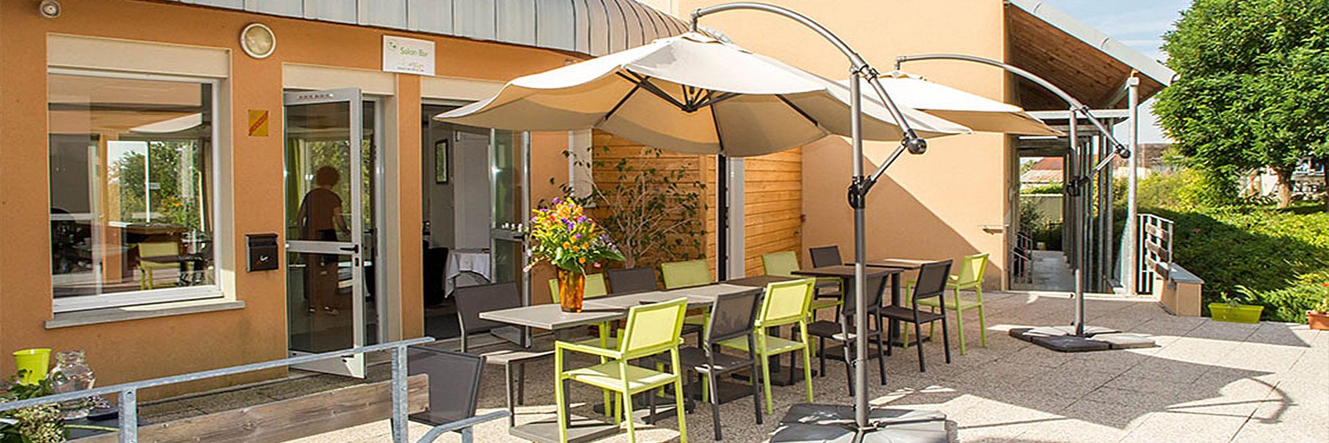 Village_club_vacances_aveyron-cantal-et-ardèche-maison-des-cent-vallées-terrasse