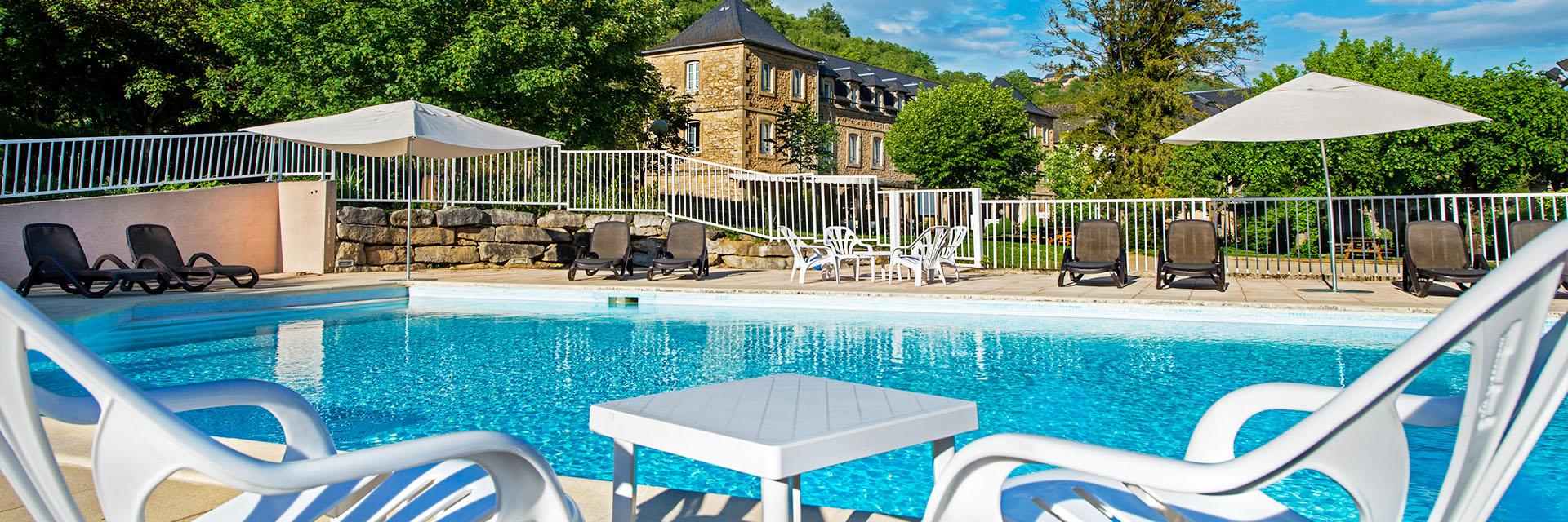 Village_club_vacances_aveyron-cantal-et-ardèche-oustal-piscine
