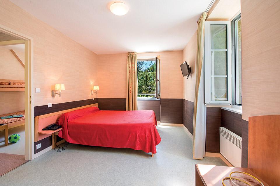 Village_club_vacances_aveyron-cantal-et-ardèche-oustal-pont-les-bains-chambre-hebergement