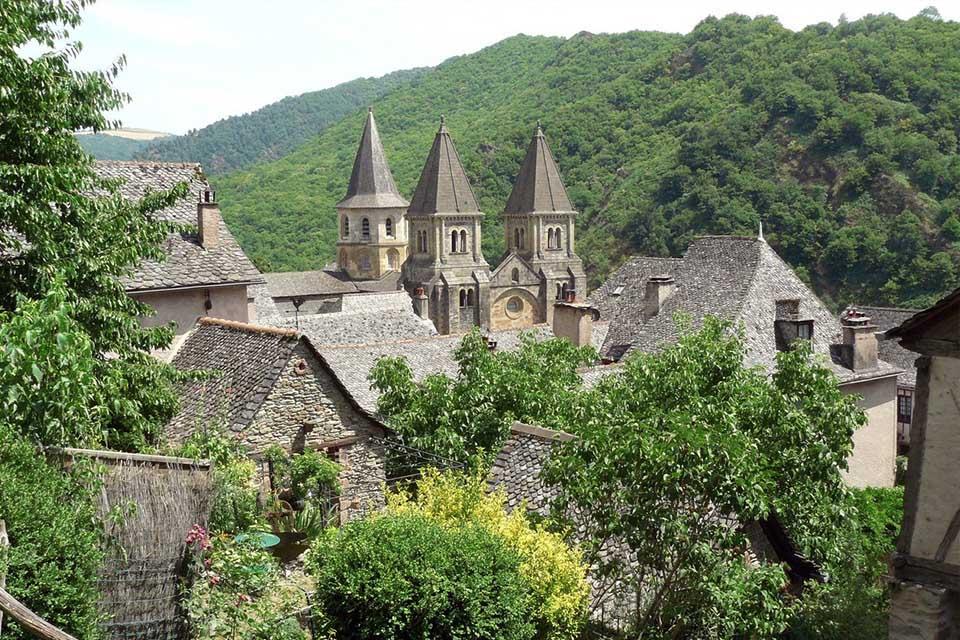 Village_club_vacances_aveyron-cantal-et-ardèche-oustal-pont-les-bains-conques