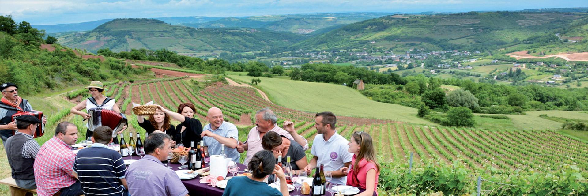 Village_club_vacances_aveyron-cantal-et-ardèche-oustal-pont-les-bains-repas-panorame