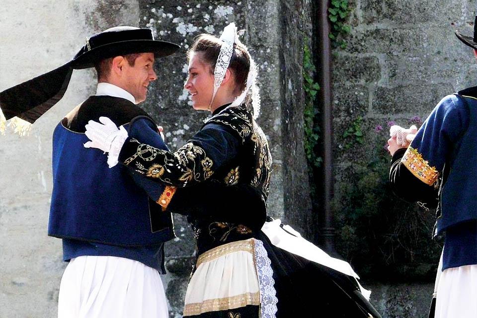 Village_club_vacances_bretagne-nord-roz-armor-danse-traditionnelle