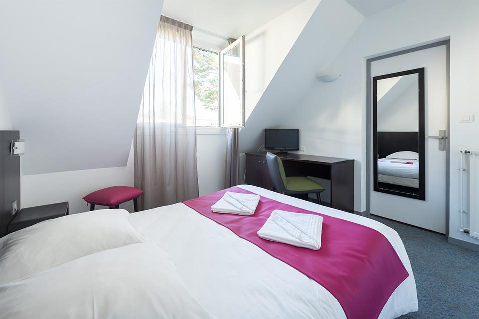 Village_club_vacances_bretagne-sud-ker-beuz-chambre-lit-hebergement