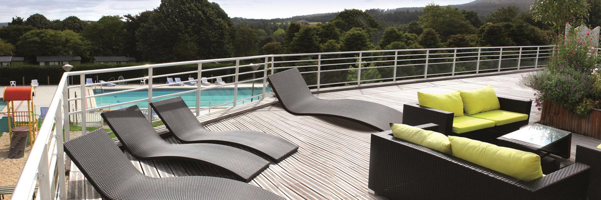 Village-club-vacances-bretagne-sud-ker-beuz-terrasse-piscine