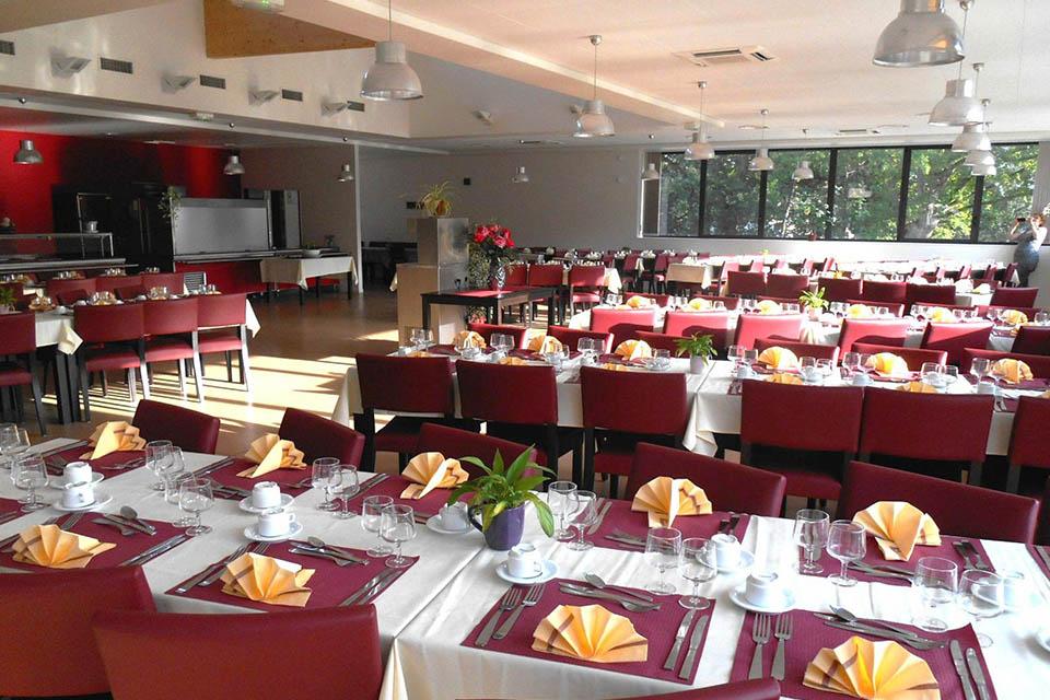 Village_club_vacances_centre-loire-et-bourgogne-domainde-de-bellebouche-restaurant-salle
