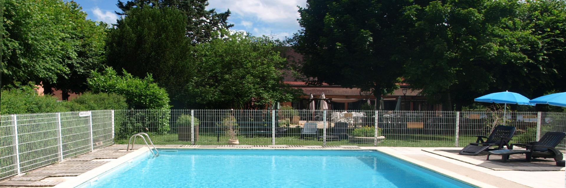Village_club_vacances_centre-loire-et-bourgogne-la-vallee-de-yonne-piscine