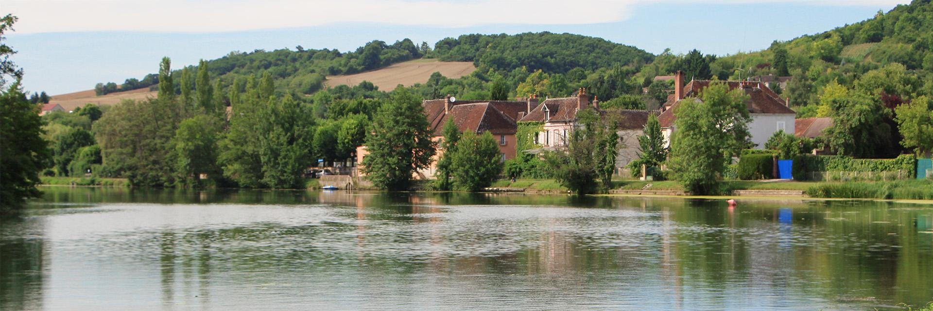 Village_club_vacances_centre-loire-et-bourgogne-la-vallee-de-yonne-village-au-bord