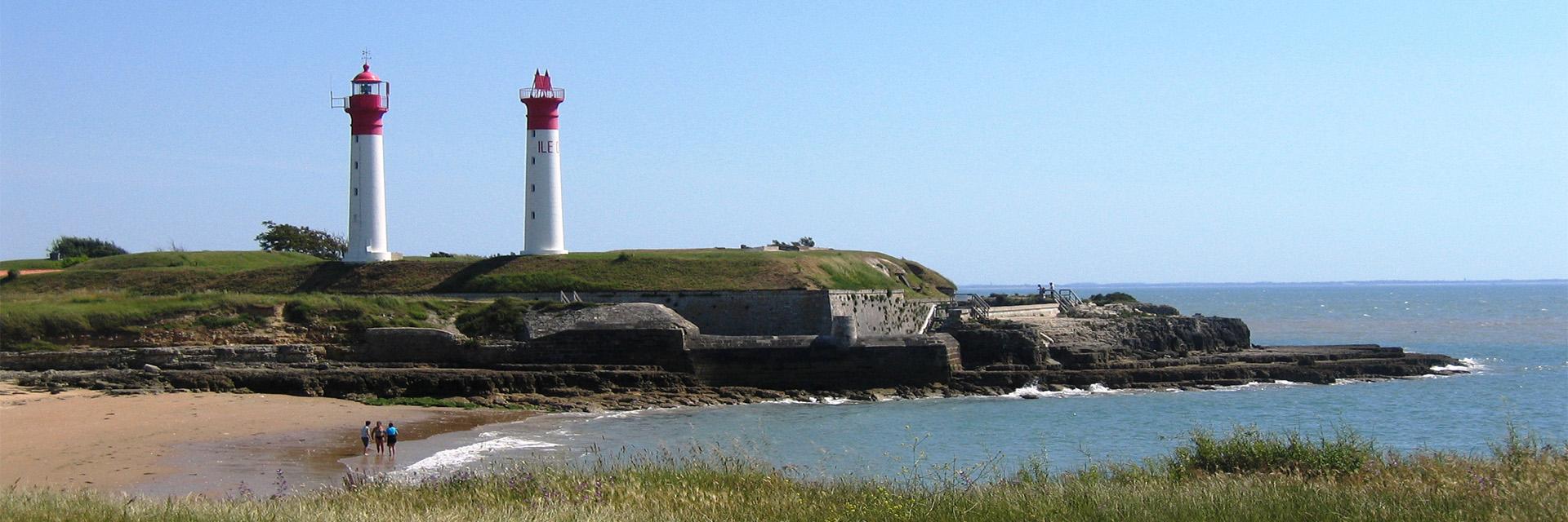 Village_club_vacances_charente-et-landes-arc-en-ciel-oleron-deux-phares-mere-plage