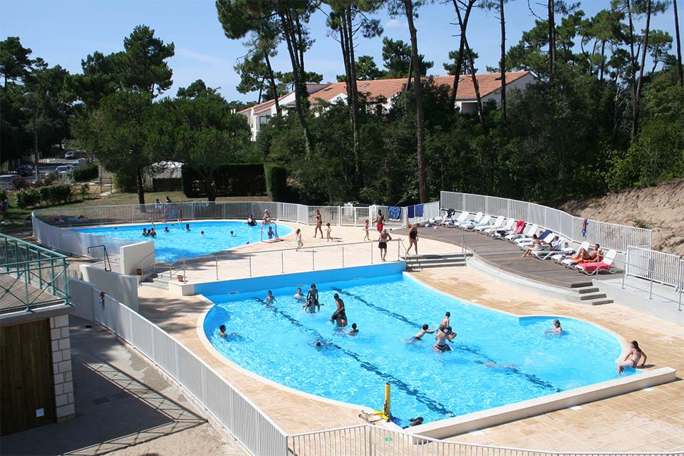 Village_club_vacances_charente-et-landes-les-buissonnets-piscine