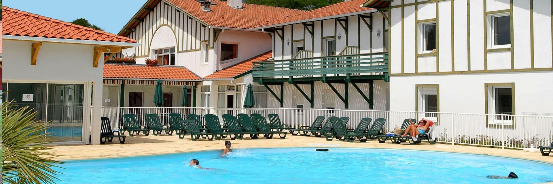 Village_club_vacances_charente-et-landes-les-hameaux-de-la-chalosse-vue-village-piscine