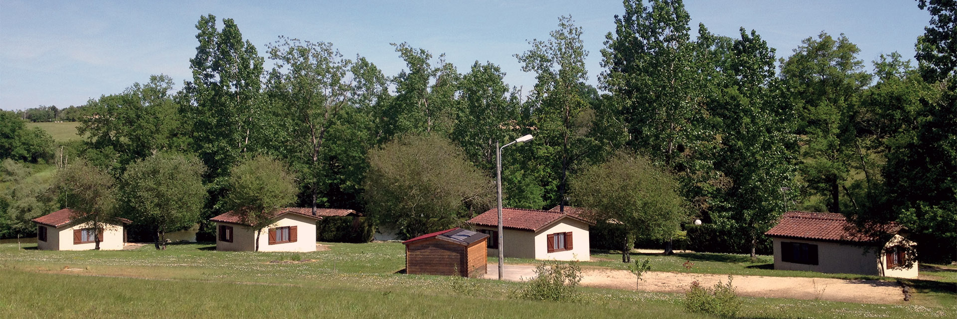Village_club_vacances_gers-et-aquitaine-tournesols-du-gers-vue-village-maisons