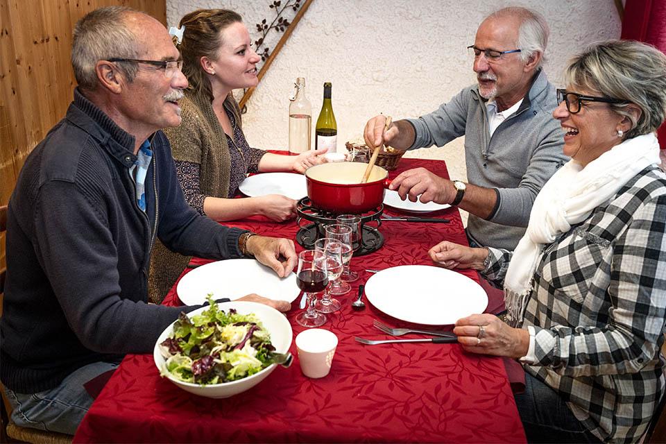 Village_club_vacances_haute-savoie_Auberge-Nordique-fondue-restauration
