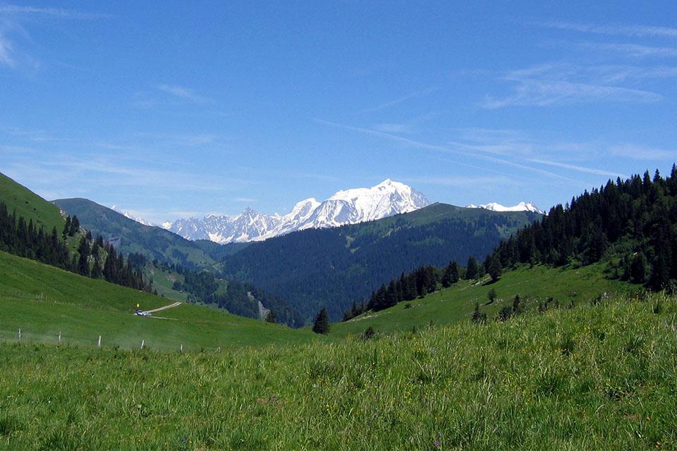 Village_club_vacances_haute-savoie_Auberge-Nordique-incontournable-montagne-nature-aravis