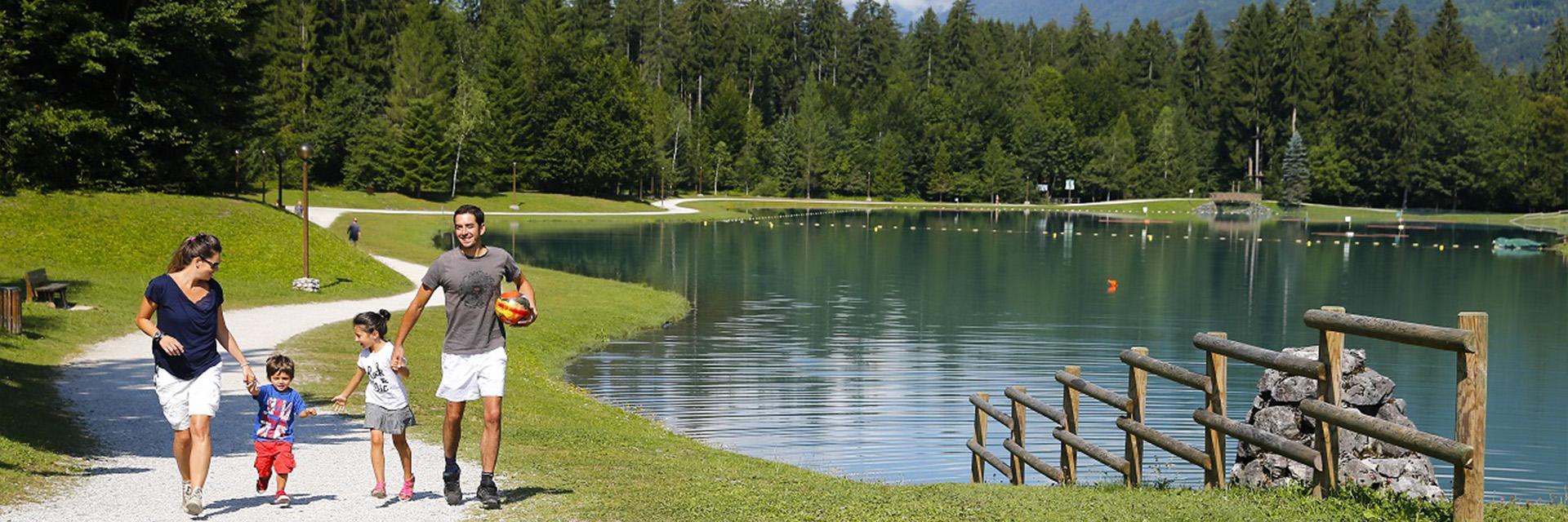 Village_club_vacances_haute-savoie_Berouze-famille-nature-foret