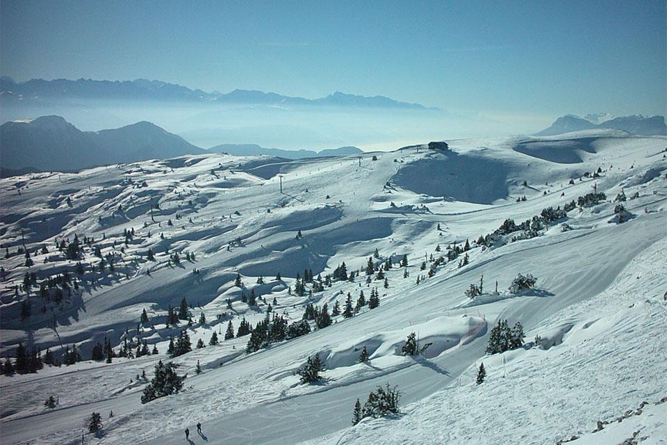 Village_club_vacances_haute-savoie_balcons-du-lac-d-annecy-margeriaz-montagne-hiver-neige
