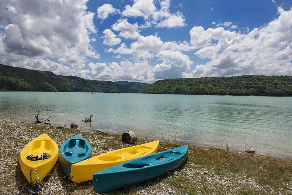 Village_club_vacances_jura-lchalets-du-lac-de-vouglans-canoe