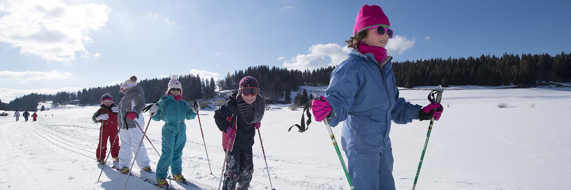 Village_club_vacances_jure-neige-et-plein-air-classe-hiver-ski
