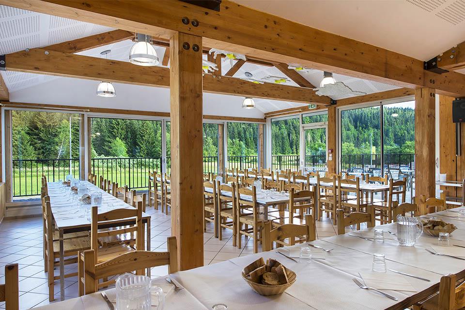 Village_club_vacances_jure-neige-et-plein-air-restaurant-terrasse