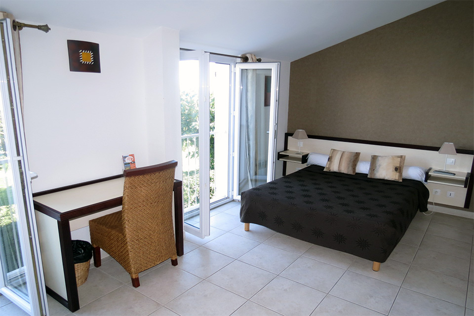 Village_club_vacances_mediterranee-sud-est-village-club-thalasse-chambre-grand-comfort-hebergement