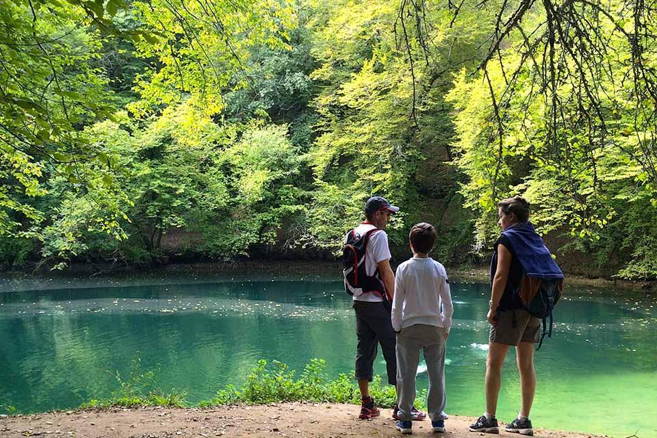 Village_club_vacances_périgord-quercy-terrou-Resurgence-Vallee_Ouysse-Lot-Tourisme-C-Novello-nature-lac