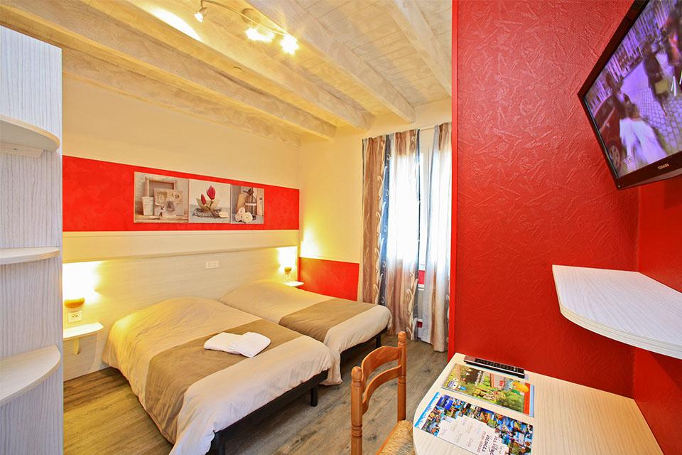 Village_club_vacances_périgord-quercy-terrou-chambre-hebergement