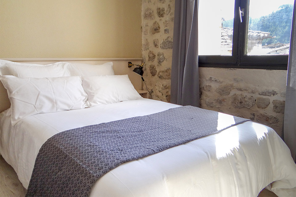 Village_club_vacances_provence-cloitre-des-dominicains-_hebergement_lit-chambre