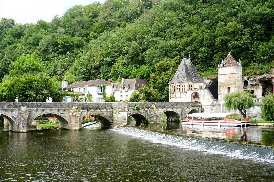 Village_club_vacances_provence-et-vercors-le-souffle-vert-paysage-pomt-chateau-nature