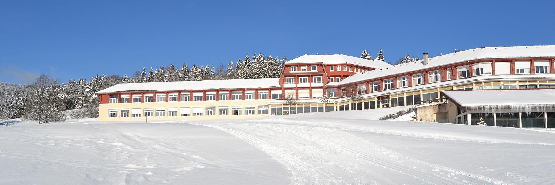 Village_club_vacances_provence_L'Escandille-vue-village-hiver
