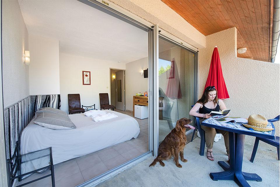 Village_club_vacances_pyrénées-moulin-de-sournia-hebergement-chambre-balcon