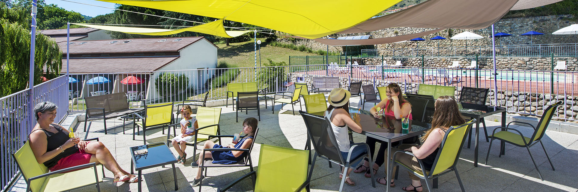 Village_club_vacances_pyrénées-moulin-de-sournia-terrasse