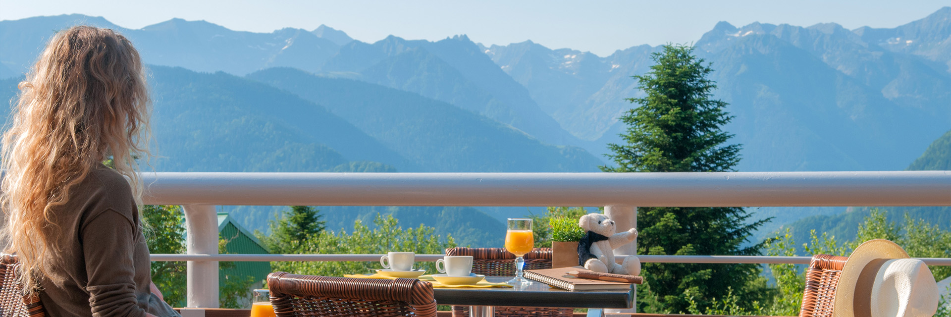 Village_club_vacances_pyrenees-tarbesou-vue-terrasse