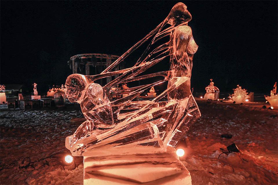 Village_club_vacances_savoi-vanoise-la-pulka-sculptures-sur-neige-et-sur-galce