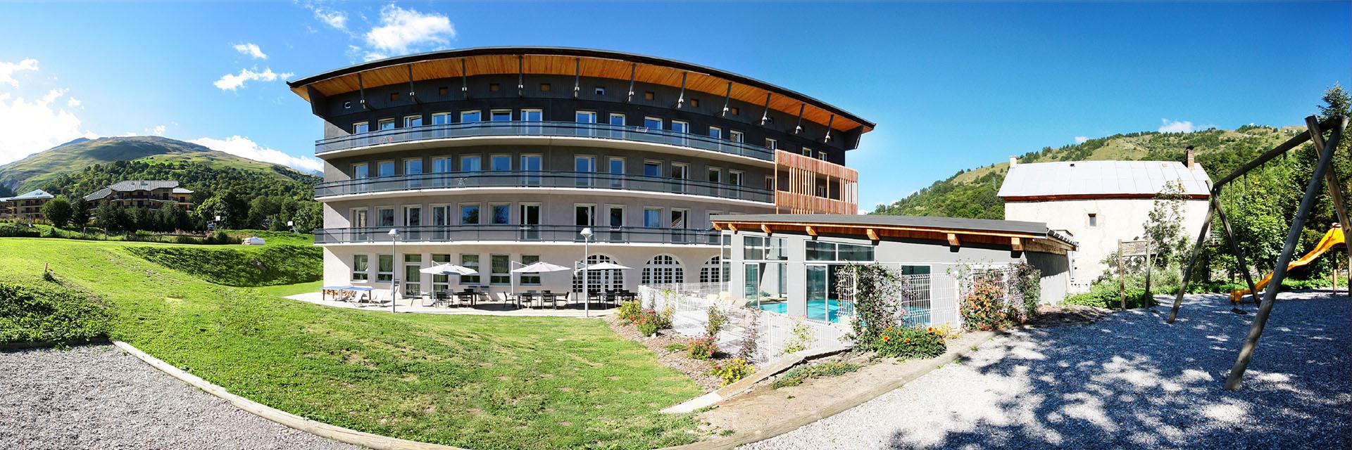 Village_club_vacances_savoi-vanoise-la-pulka-village-exterieur
