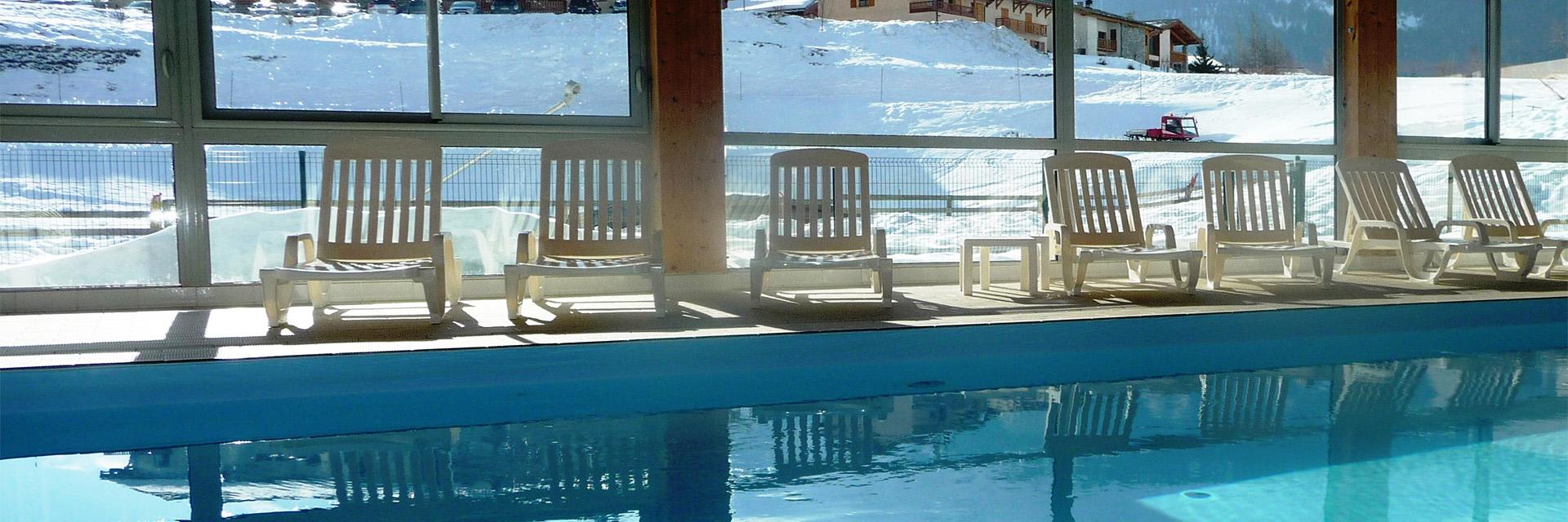 Village_club_vacances_savoie-vanoise-fleurs-et-neige-piscine