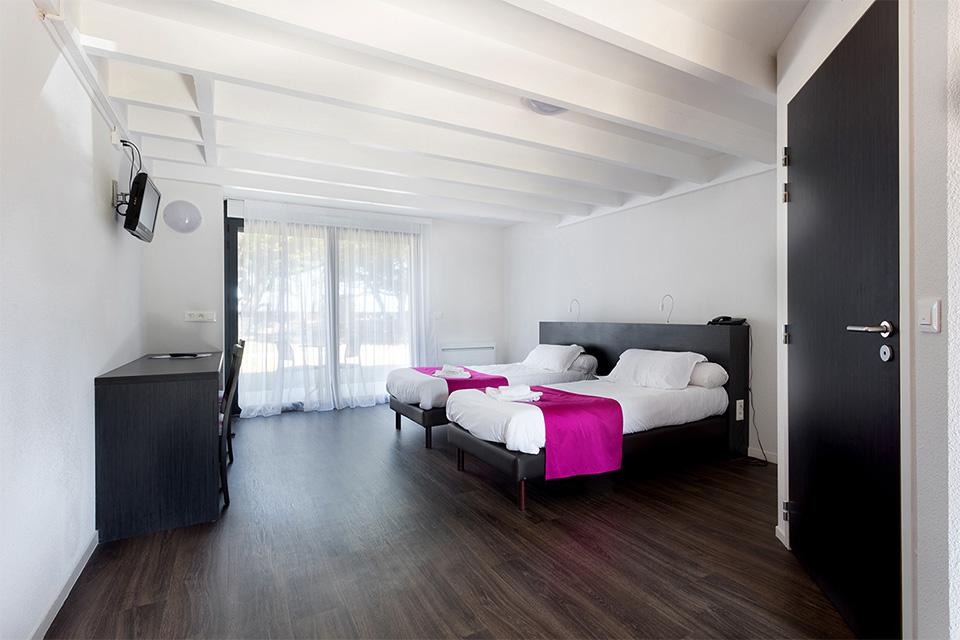 Village_club_vacances_vendee-domaine-de-port-aux-rocs-hebergement-chambre (2)