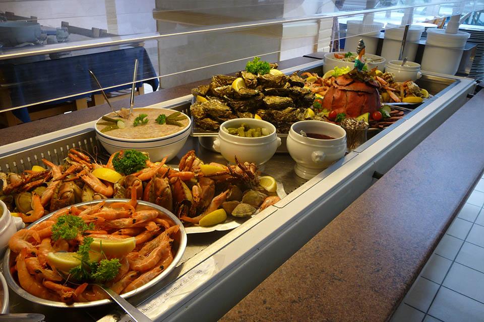 Village_club_vacances_vendee-koat-ar-mor-buffet-fruits-de-mer