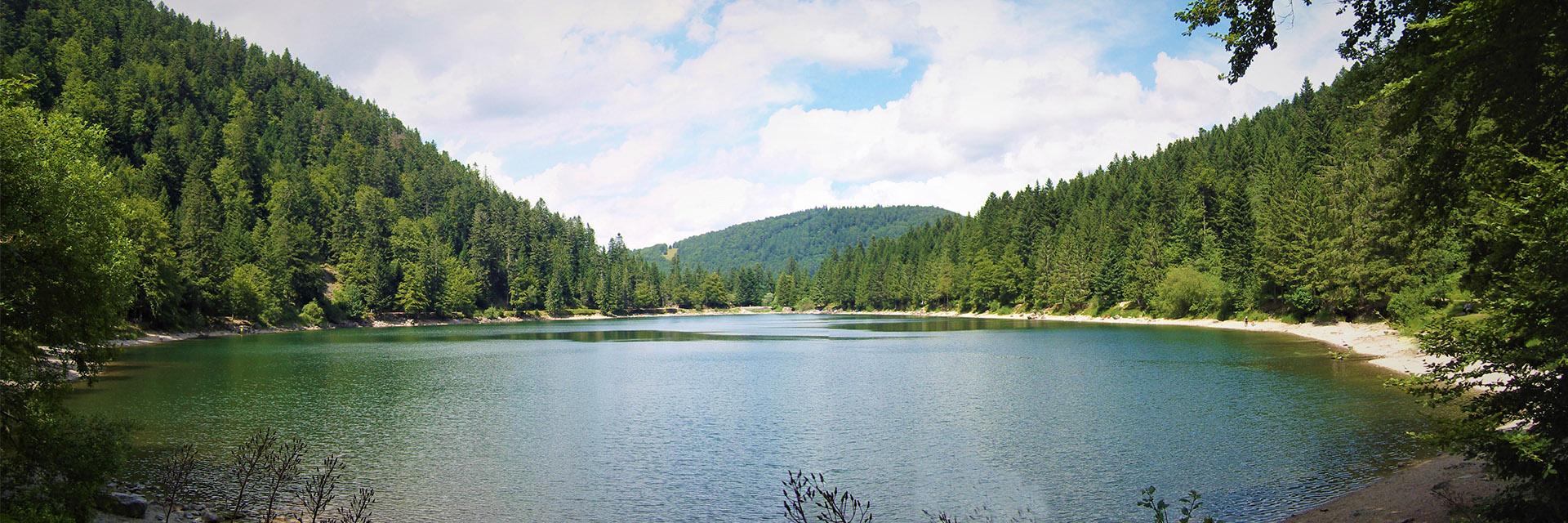 village-club-cap-france-vosqes-alsace-les-4-vents-lac-ete-paysage