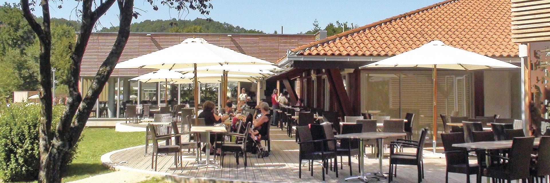 village-vacance-domaine-du-surgie-terrasse