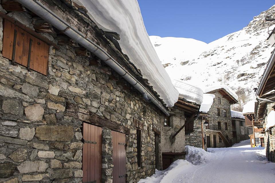 village-vacance-fleurs-et-neige-hiever-bonneval-sur-arc